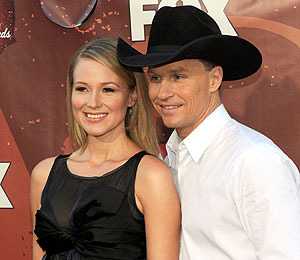 Extra Scoop: Singer Jewel is Expecting