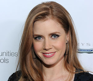 Amy Adams Talks to 'Extra' about Her Oscar Ensemble
