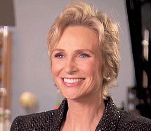 'Extra' Raw! Jane Lynch, Hostess with the Mostess