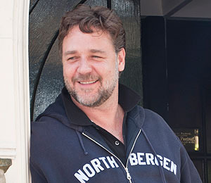 Russell Crowe Tweets His Workout Regimen