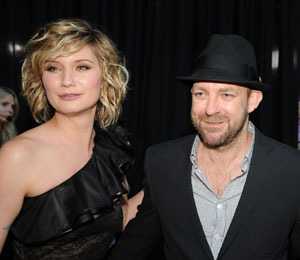 Video: Sugarland's Moment of Silence in Albuquerque