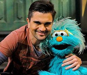 Video! Juanes to Make 'Sesame Street' Appearance