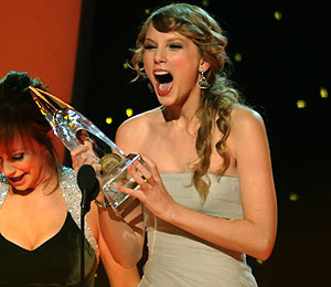 Taylor Swift, Jason Aldean, Band Perry Win Top CMAs