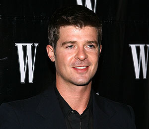 Watch Robin Thicke Perform!