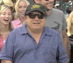 'Extra' Raw! Danny DeVito Croons with Dino