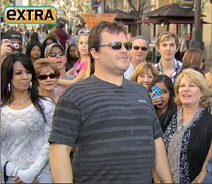 'Extra' Raw! Jack Black Sings at The Grove