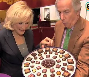 Video! Glenn Close Has Trouble Opening a Box of Chocolates