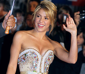 Extra Scoop: Shakira Attacked by South African Sea Lion