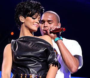 Chris Brown Sends Rihanna Happy Birthday Tweet