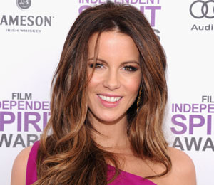 'Extra' Raw! Kate Beckinsale Shares Her Love of Reading