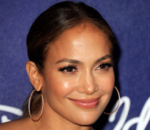 'Extra' Backstage at 'American Idol' with Jennifer Lopez