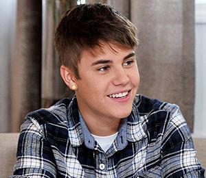 Extra Scoop: Justin Bieber on Being a More Mature 'Boyfriend'