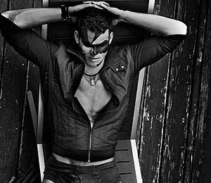 Sexy Pics! Kris Humphries Strips to His Undies