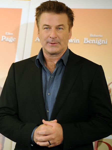Alec Baldwin to Continue '30 Rocking'!