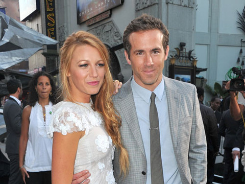 Extra Scoop: Blake Lively and Ryan Reynolds House Hunting in Connecticut