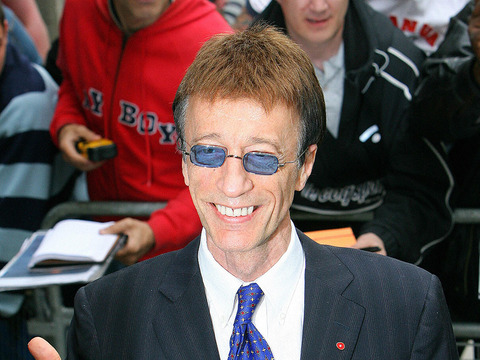 Robin Gibb Wakes from Coma, Responds to Family