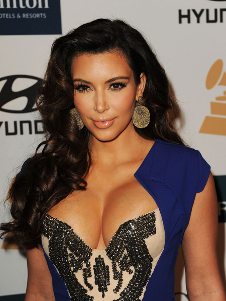 Kim Kardashian Denies Nude Pic is Her, Krashes '30 Rock'