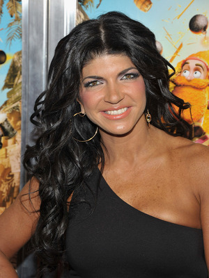 Extra Scoop: Teresa Giudice Pens Apologies to 'Housewives'... for Cash