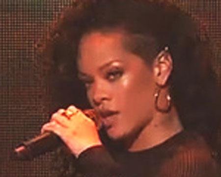 Video! Rihanna Sizzles in 'SNL' Performances