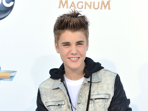 Justin Bieber Causes Fan Frenzy in Norway
