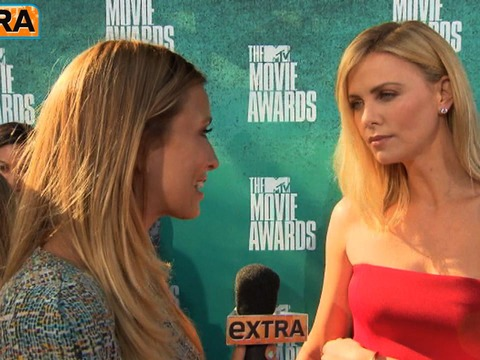 'Extra' on the Red Carpet at the 2012 MTV Movie Awards