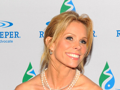 'Extra' Raw! Cheryl Hines Talks TV and Twitter