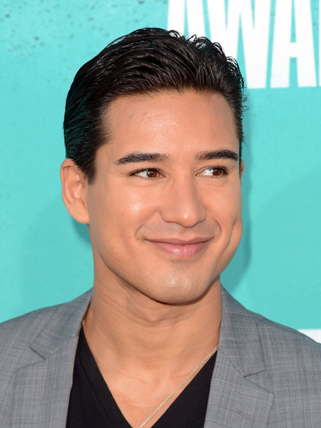Mario Lopez Wins a Big Daddy Award