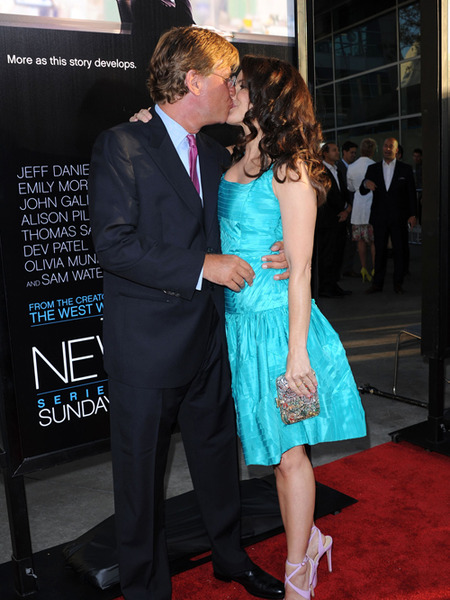 'Newsroom' Couple Confirmed: Aaron Sorkin and Kristin Davis Kiss on the Red Carpet