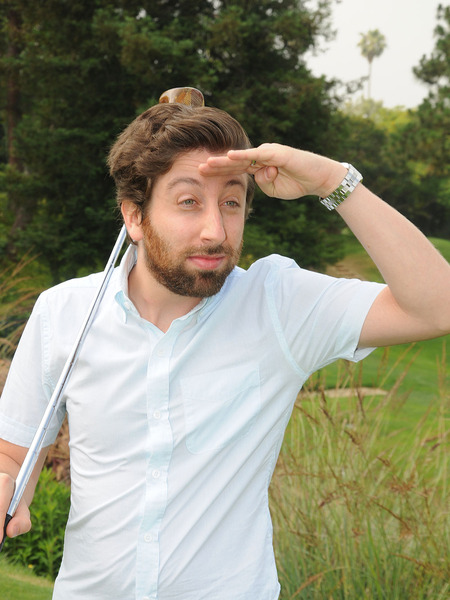 'Big Bang Theory' Star Simon Helberg Tees Off for a Cause!