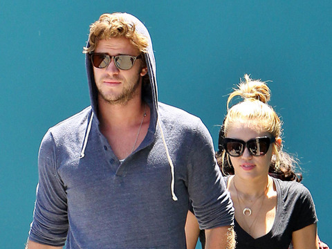 Video! Miley's Fiancé, Liam Hemsworth, in Street Fight
