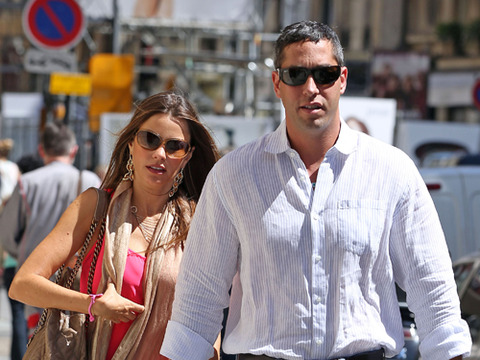 Sofia Vergara and Nick Loeb Get Cozy in Paris