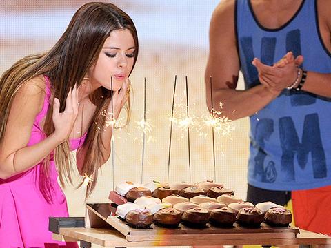 Selena Gomez Isn't a Teen at Teen Choice Awards