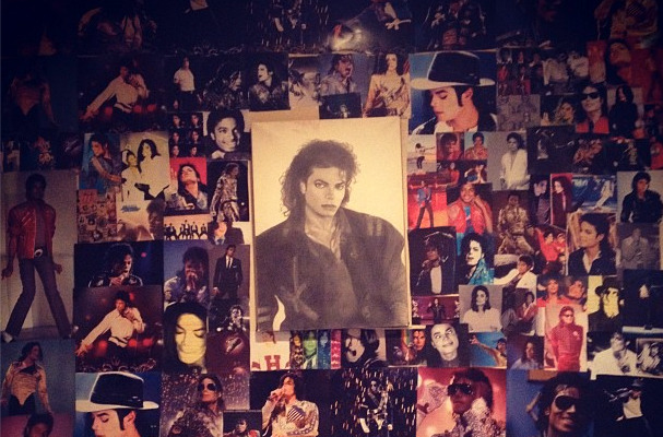 Paris Jackson Tweets Bedside Shrine to Michael