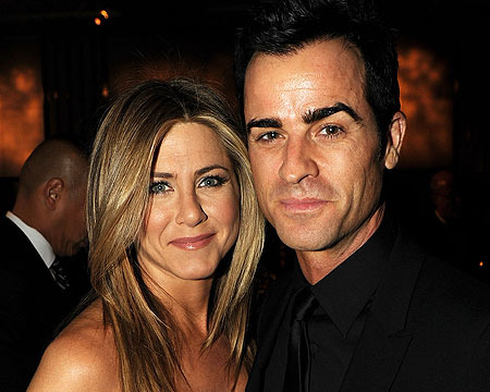 Extra Scoop: Jennifer Aniston Engagement Ring Details