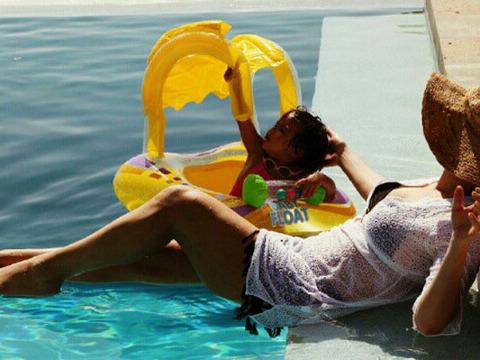 Cute Pics! Mariah Carey in a Bikini with the Twins
