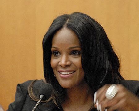 Usher's Ex-Wife Testifies in Custody Battle