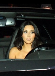 Extra Scoop: Pics! Kim Kardashian Naked Behind the Wheel?