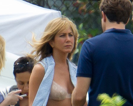 Pic! Jennifer Aniston Snapped in a Bra on Movie Set