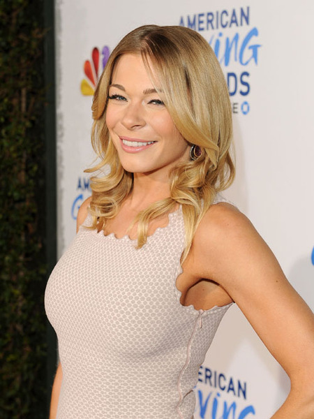 LeAnn Rimes Enters Treatment