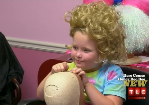 Extra Scoop: Video! Honey Boo Boo Wigs Out