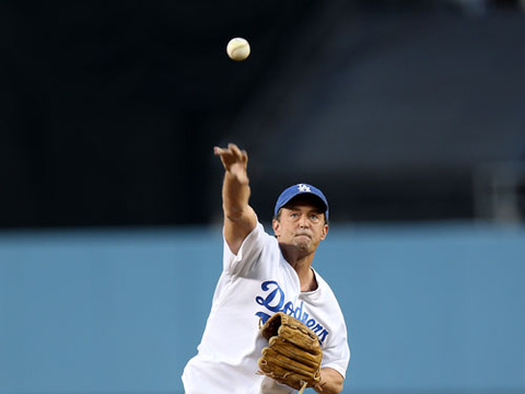 Matthew Perry Throws First Pitch at Dodgers Game