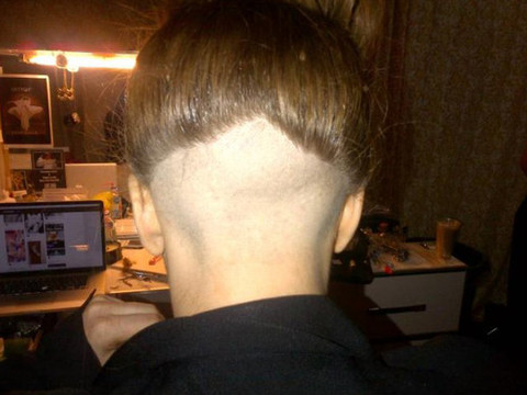 Extra Scoop: Lady Gaga Shaves the Back of Her Head