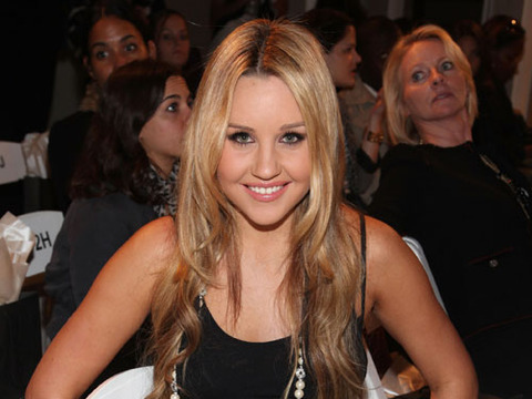 Amanda Bynes Hits Car While Driving without License