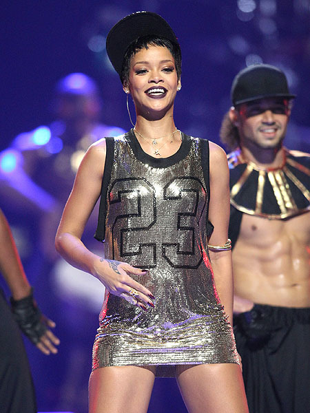 Rihanna to Drop Shiny New Single This Week