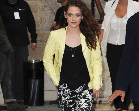 Kristen Stewart Steps Out in Paris, Robert Pattinson Stays Home