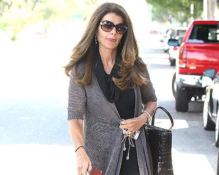 Extra Scoop: Maria Shriver Spotted, Asked about Arnold's Tell-All