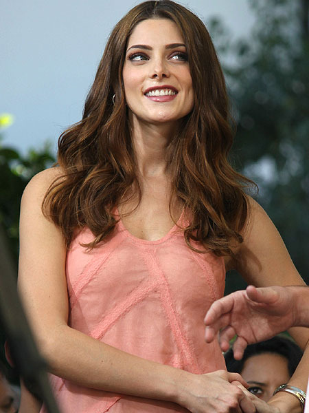 Ashley Greene on Kissing Olivia Wilde: 'It's Phenomenal!'