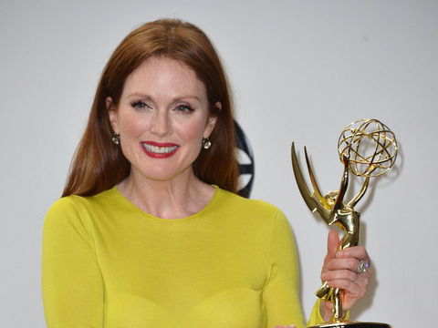 Extra Scoop: Julianne Moore Robbed of $127K Worth of Jewelry