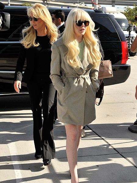 Lindsay Lohan and Mom Dina in Big Blowout, 911 Called
