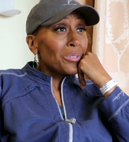 Robin Roberts Released from Hospital, Goes Home to Continue Recovery